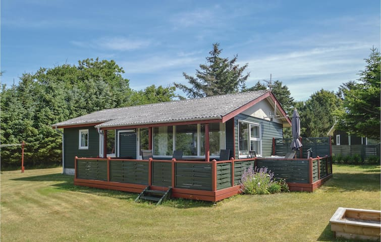 Holiday cottage with 2 bedrooms on 62m² in Løgstør