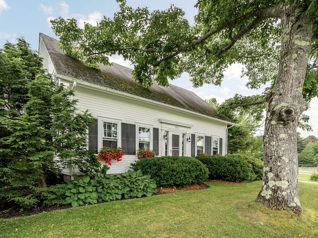Restored 1830's Farmhouse on Gentlewoman's Farm - Durham - Casa