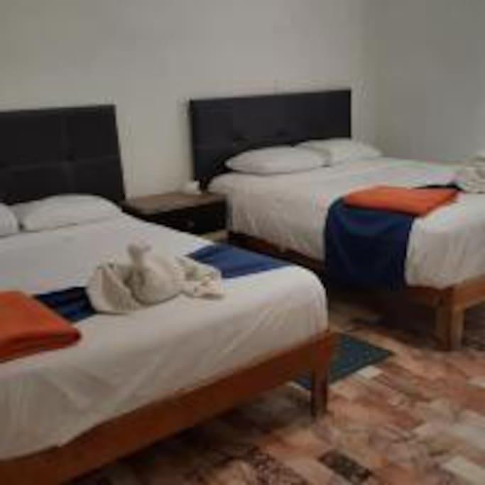 P.Baja Recámara con 2 camas matrimoniales