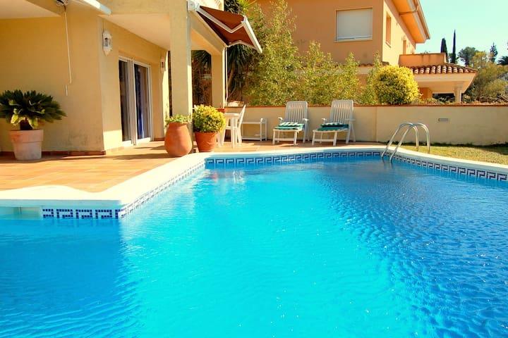Villa con piscina y jardín  - Tossa de Mar - Huis