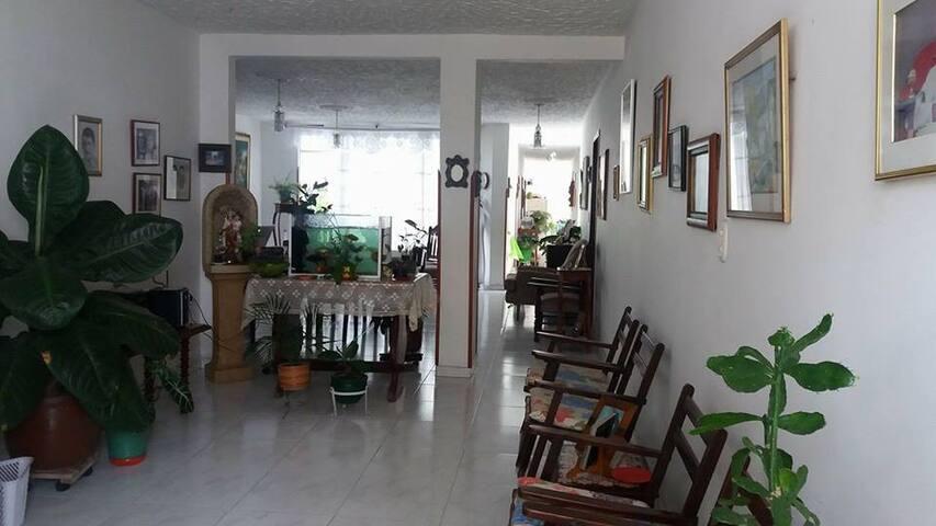 Casa Fresca, comoda y amplia! - Bucaramanga
