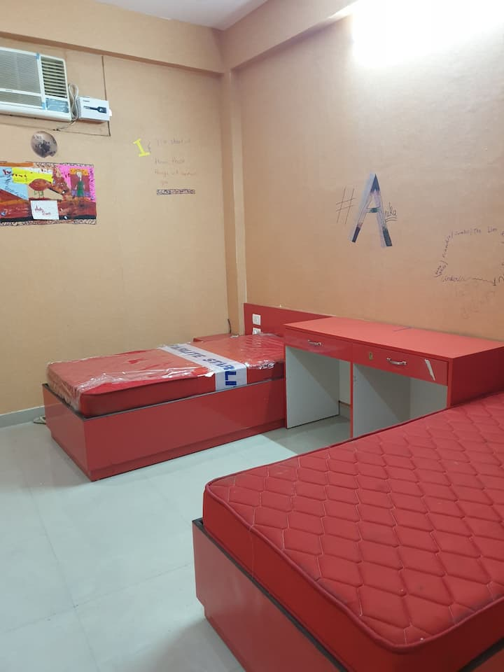 Comfortable accommodation in sanjay Gandhi puram