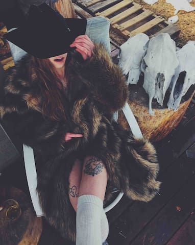 Live like an outlaw or at least dress up like one in our faux fur coats and cowboy hats.  @kennedykayecoon