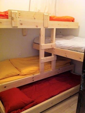 Children bedroom, 4 single beds