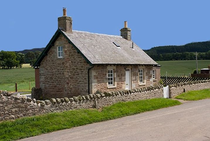 Lammermuir Cottage - Humbie - Hus