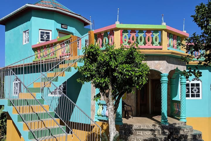 O&G Guesthouse-3 bedrooms +360 panoramic views