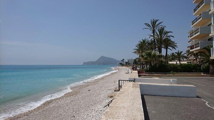 Estudio con acceso privado a la playa.
