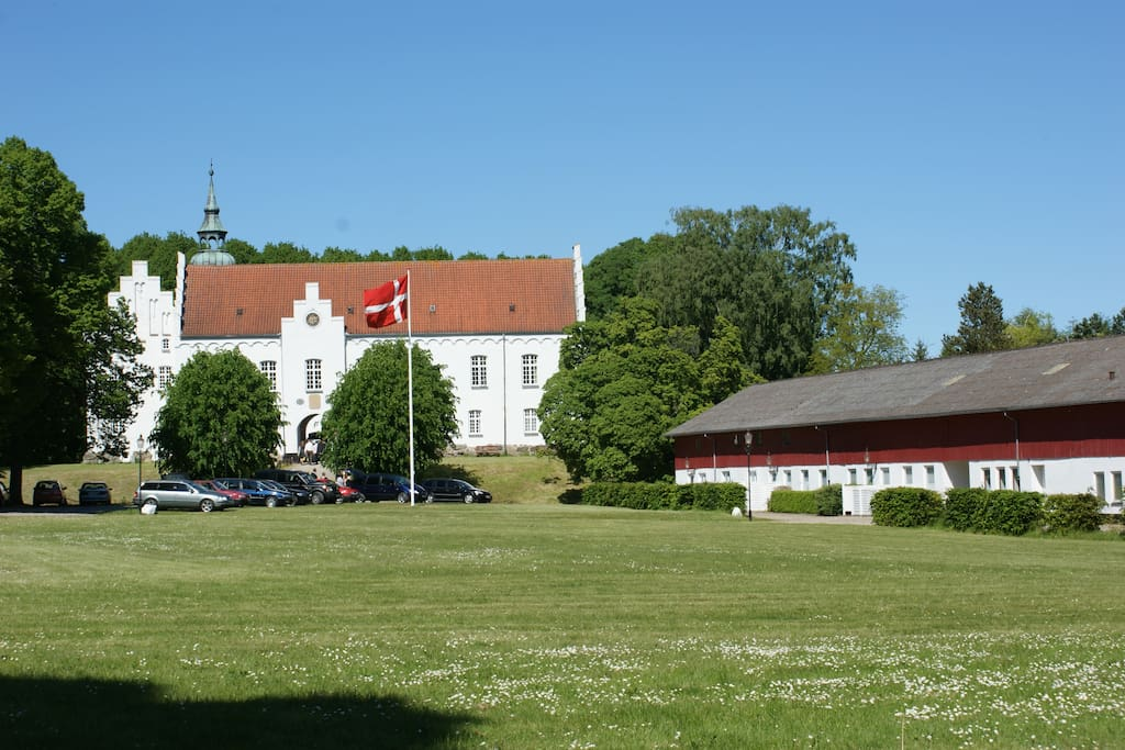 Lejlighed ligger i park ved Kokkedal Slot