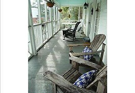3 bed 2 bath Cottage 1 1/2 to beach - Tybee Island - House