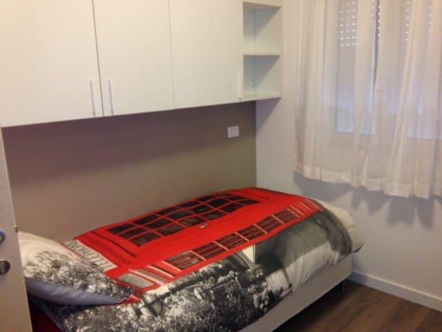 camera singola con bagno, frigorbar - Bergamo - Huis