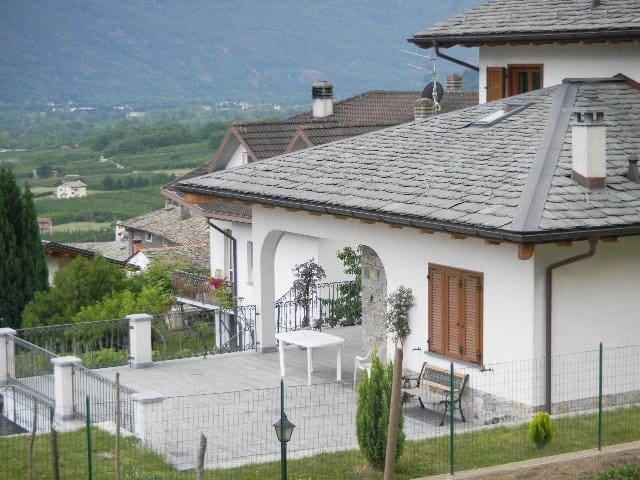 2 APPARTAMENTI  - 4/6 POSTI LETTO - Bianzone - Villa