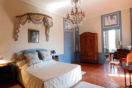 Suite au château de La Barben - La Barben - Linna