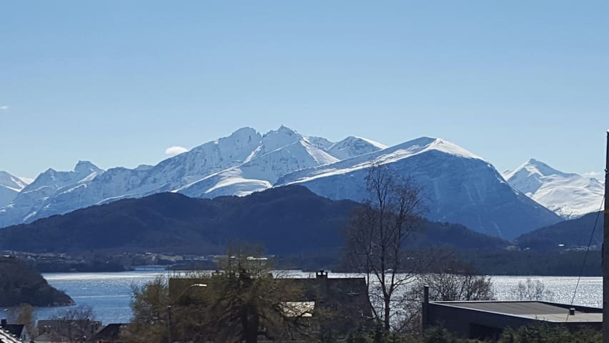 Large apartment with great location - Alesund - Wohnung