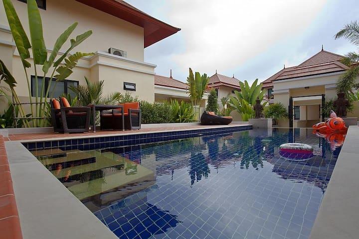 Oranuch Villa 3 beedrooms sleeps 6 in Pattaya
