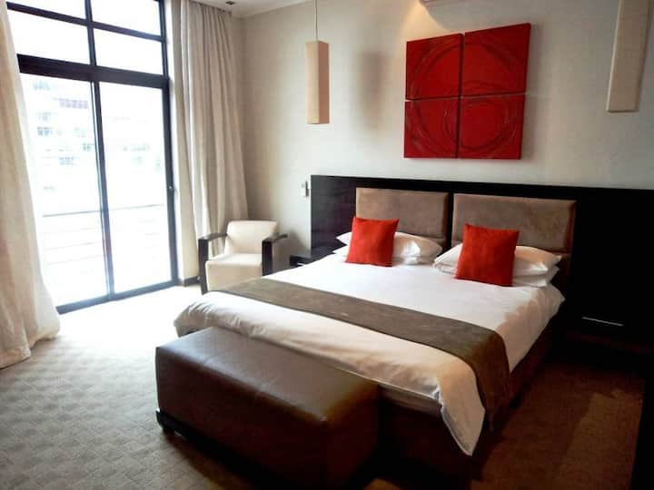 4 Star Luxury room in Cape Town's Party street