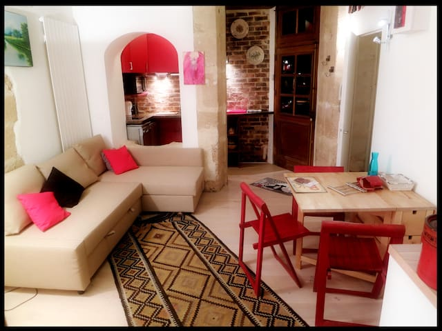 Beautiful 2-bedroom-Marais (near Seine)