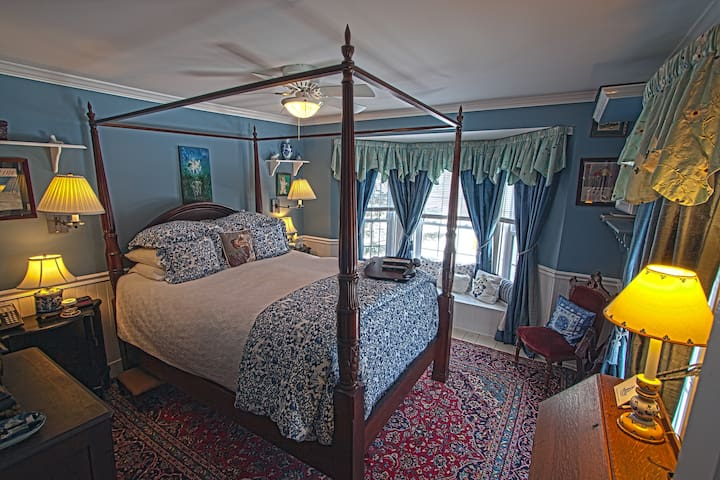 REAL B&B! Jay Peak 1BR Blue Room - Montgomery Center - Pousada