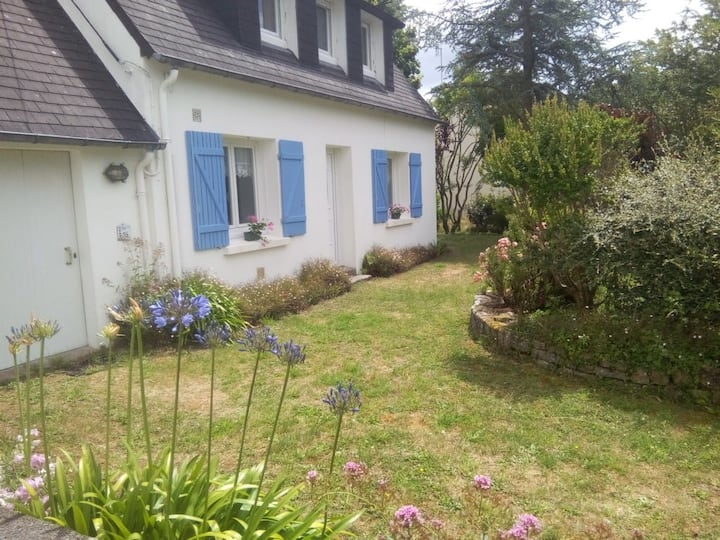 Holyday house by the sea, pretty garden with trees