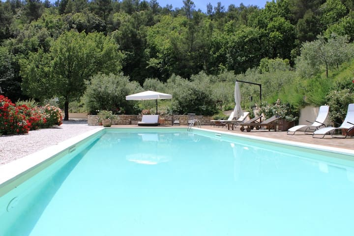 Lovely house with pool in Spoleto