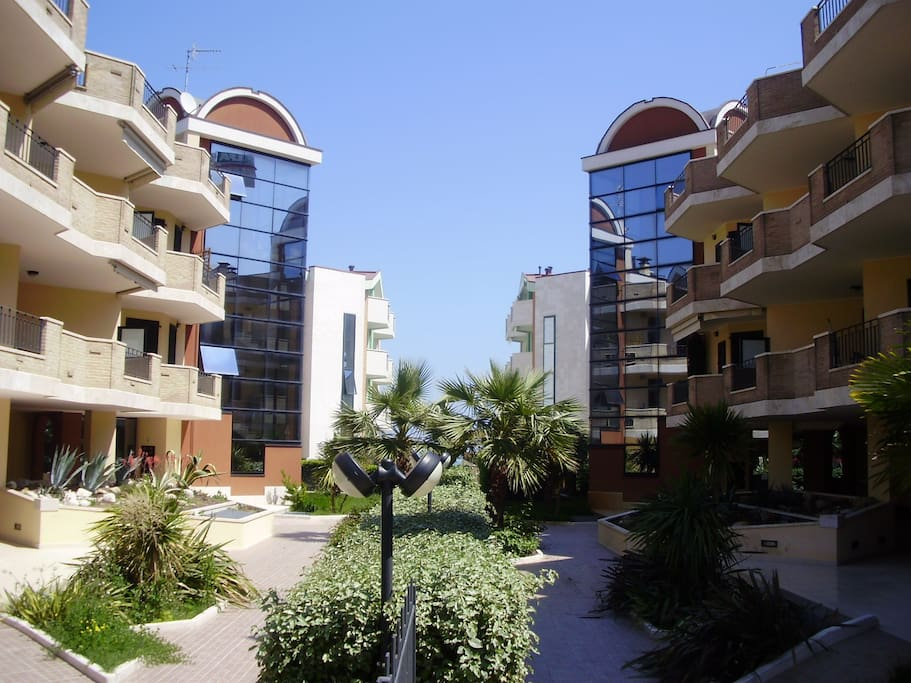Casa vacanza con giardino a roseto appartamenti in - Giardino d abruzzo ...