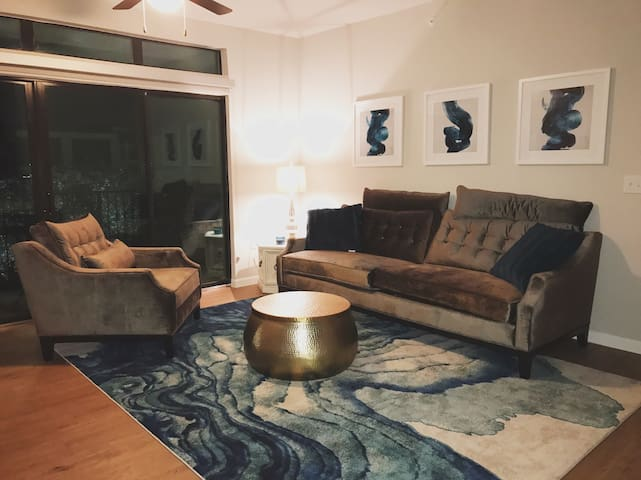 Centrally Located Luxury Apartment - San Antonio - Daire