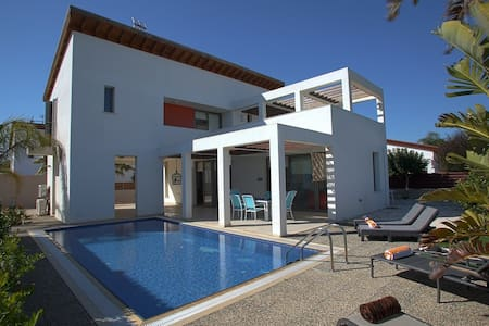 Napa Pearl, Private Pool, WiFi - Ayia Napa