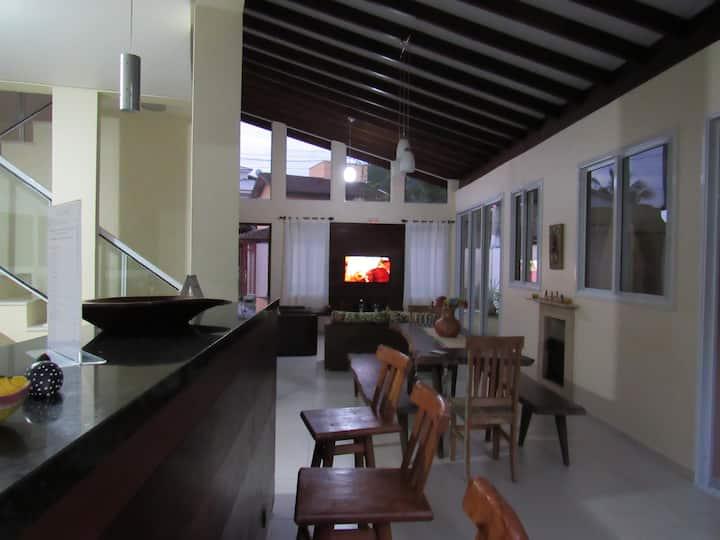 Casa aconchegante 150m da praia - wifi 100Mb