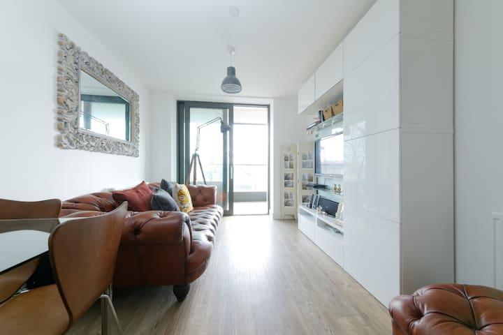 Superb 1 bed apartment Docklands