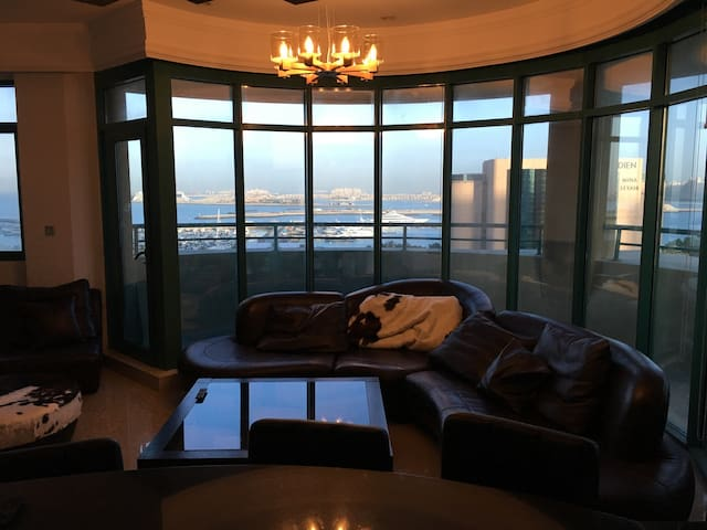 Palm & Sea View with Maid/Nanny - Dubai - Appartamento
