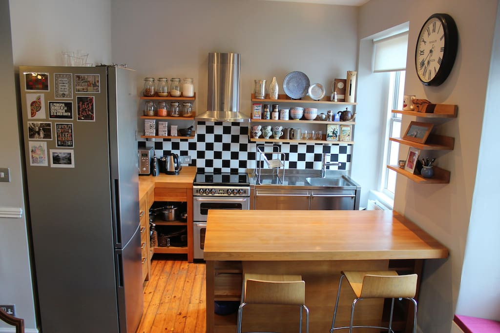 Fully equipped Habitat kitchen with integrated dishwasher
