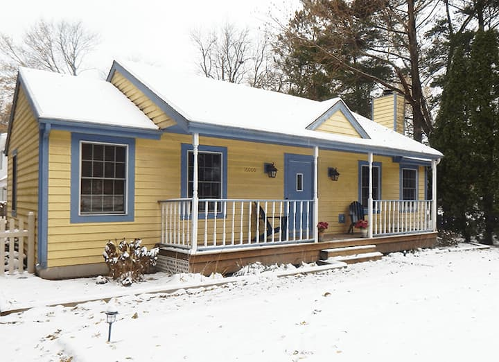 HARBOR HAVEN (Union Pier, MI): Cozy home with fireplace!