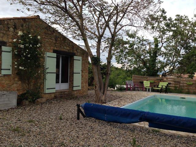 Chambre dans maison au calme avec piscine - Salazac - House
