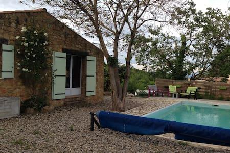 Chambre dans maison au calme avec piscine - Salazac