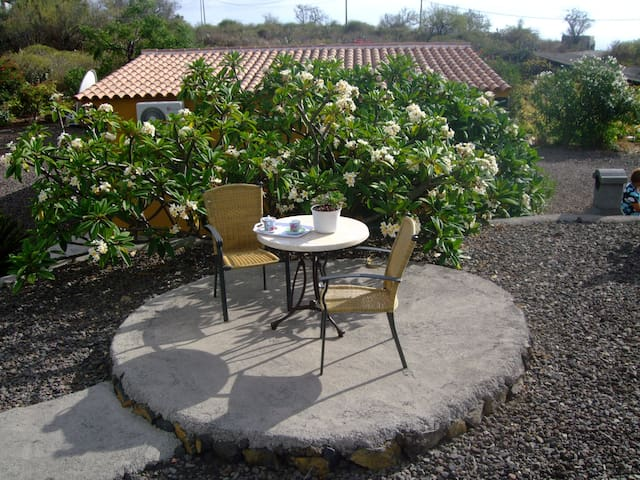 Casa Pantana Vistasol es un Bungalow independiente - Los Llanos - Rumah