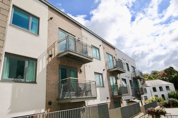 Lovely 2 bedroom flat in St Austell town centre