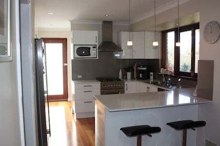 Spacious home away from home - Duncraig - Huis