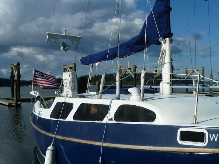 32' Sailboat / 2 berths / Vashon Is