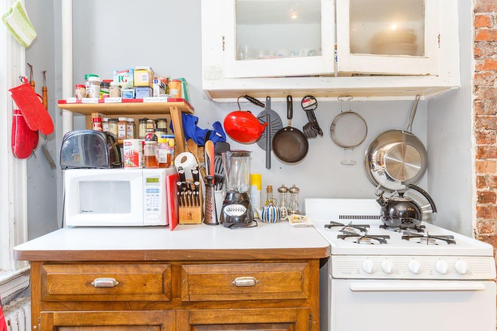 kitchen (old paint but same appliances)