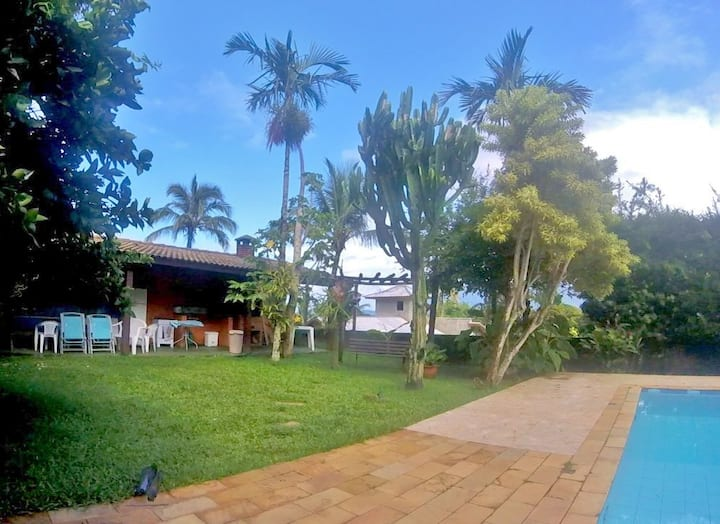 House for 2-to 4. Swimming pool. 4 beaches walk