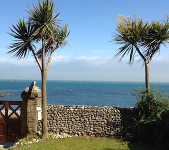 Beach Holme. A seaside Victorian, family villa - Bonchurch