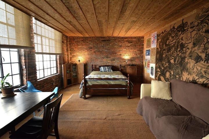 Private Room in huge Downtown Loft - Memphis - Loft