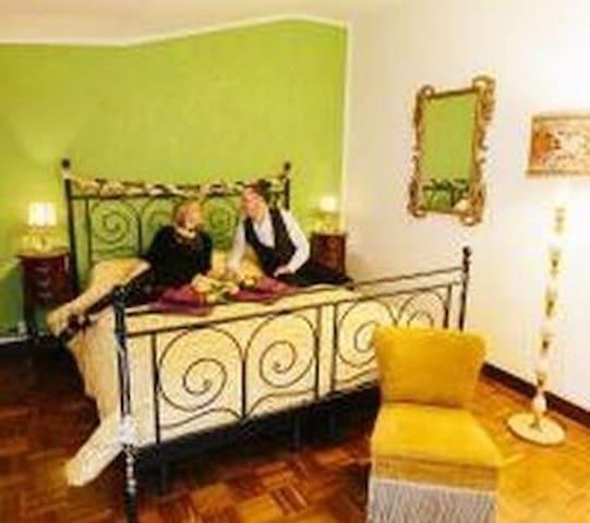 Camera Matrimoniale Bagno Privato e Balcone