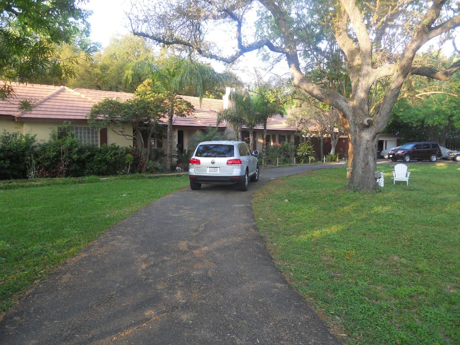 Nice Old Charmer sitting on 2 acres in the center of business area
