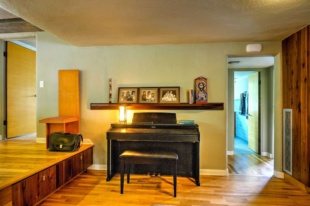 Pianists can practice and perform for guests.