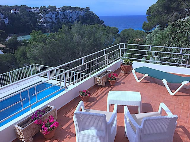 Apartment with private pool and sea view