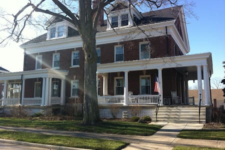 historic home room with priv. bath - Indianapolis