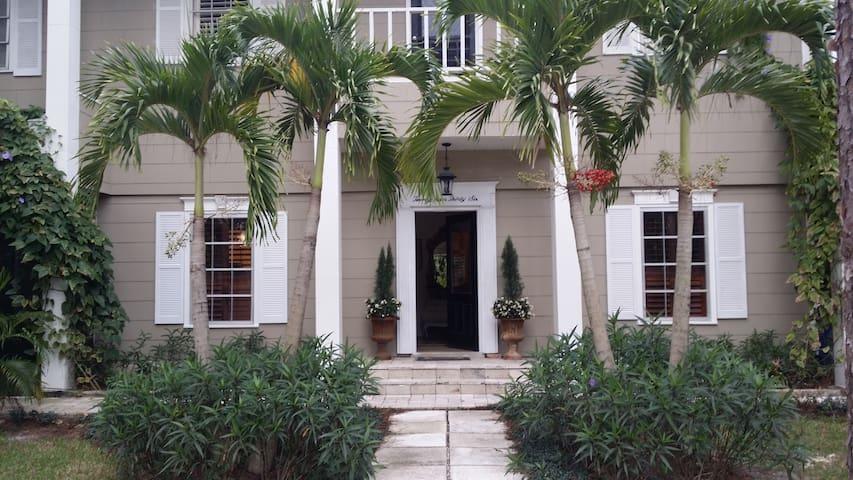 BLAIR HOUSE: Casual Chic near beach - Nápoles - Casa