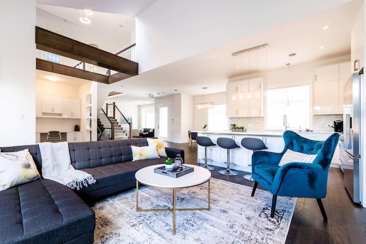 Exquisite Modern 4 Bdrm + 3.5 Bath Spacious Home