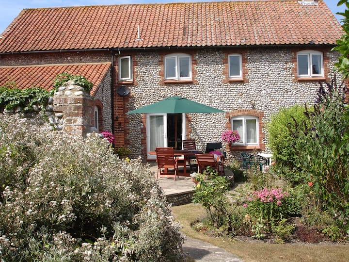 HOXNE HOUSE WEYBOURNEavailable rng now 10bed5bedrm