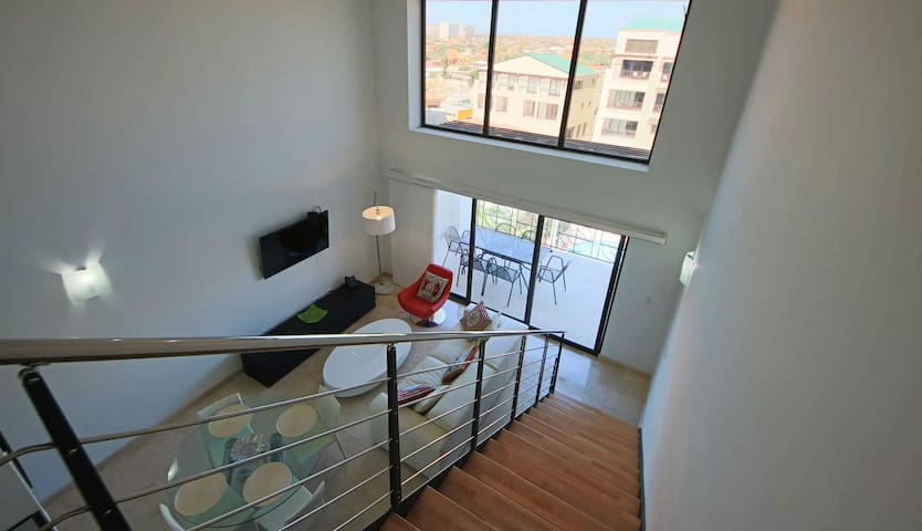 515: 2 Bed Penthouse  condo with Private Balcony